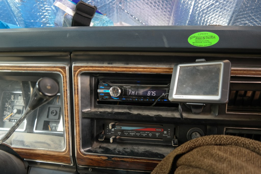 Stereo with front and rear speakers and ipod aux, GPS